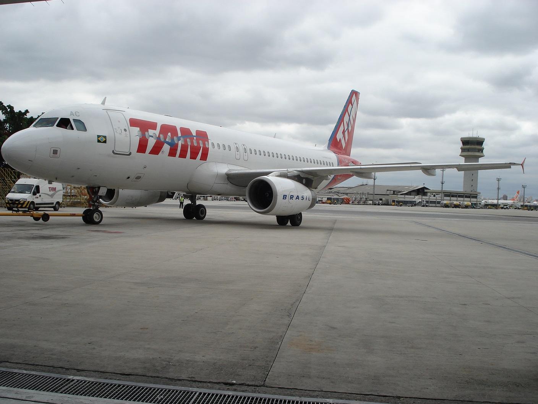 Airbus A320 da TAM equipado com motor que bateu recorde de uso