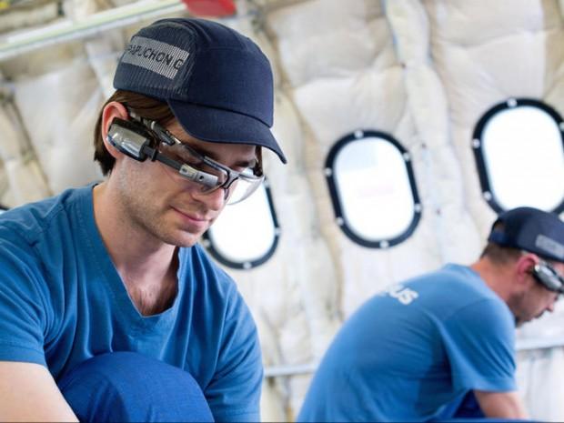 Óculos usado para fixar peças no Airbus A330 (Divulgação/Airbus)