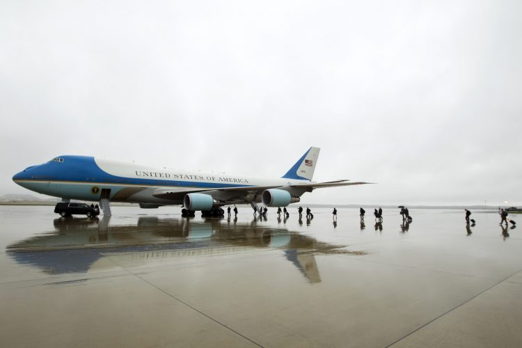 Boeing VC-25, adaptação do 747-200 que serve como Air Force One (Foto: Jose Luis Magana/Associated Press)