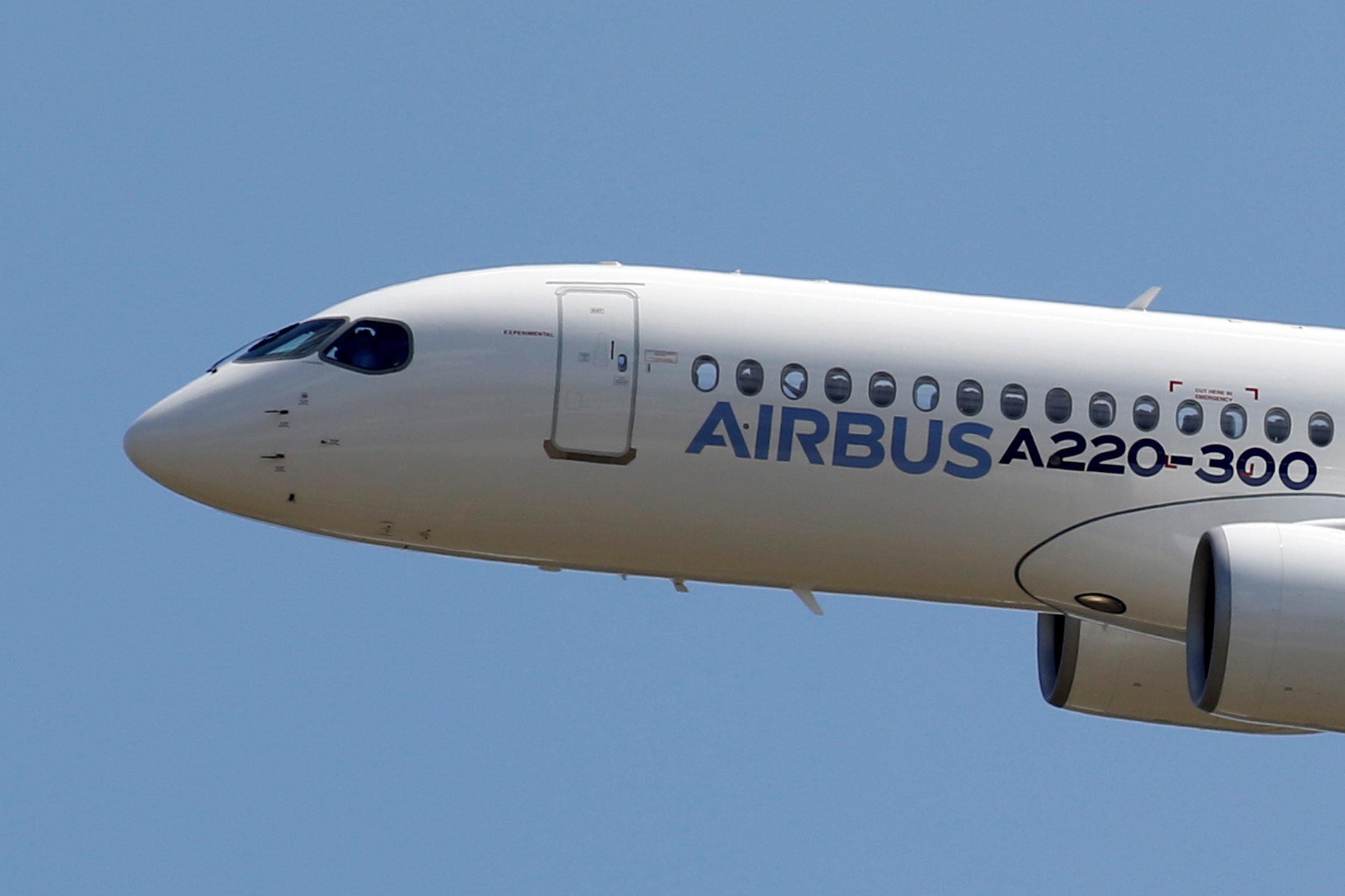 Antigo CS300 da Bombardier, jato foi renomeado A220 após ser integrado ao portfólio da Airbus (Foto: Regis Duvignau/Reuters)