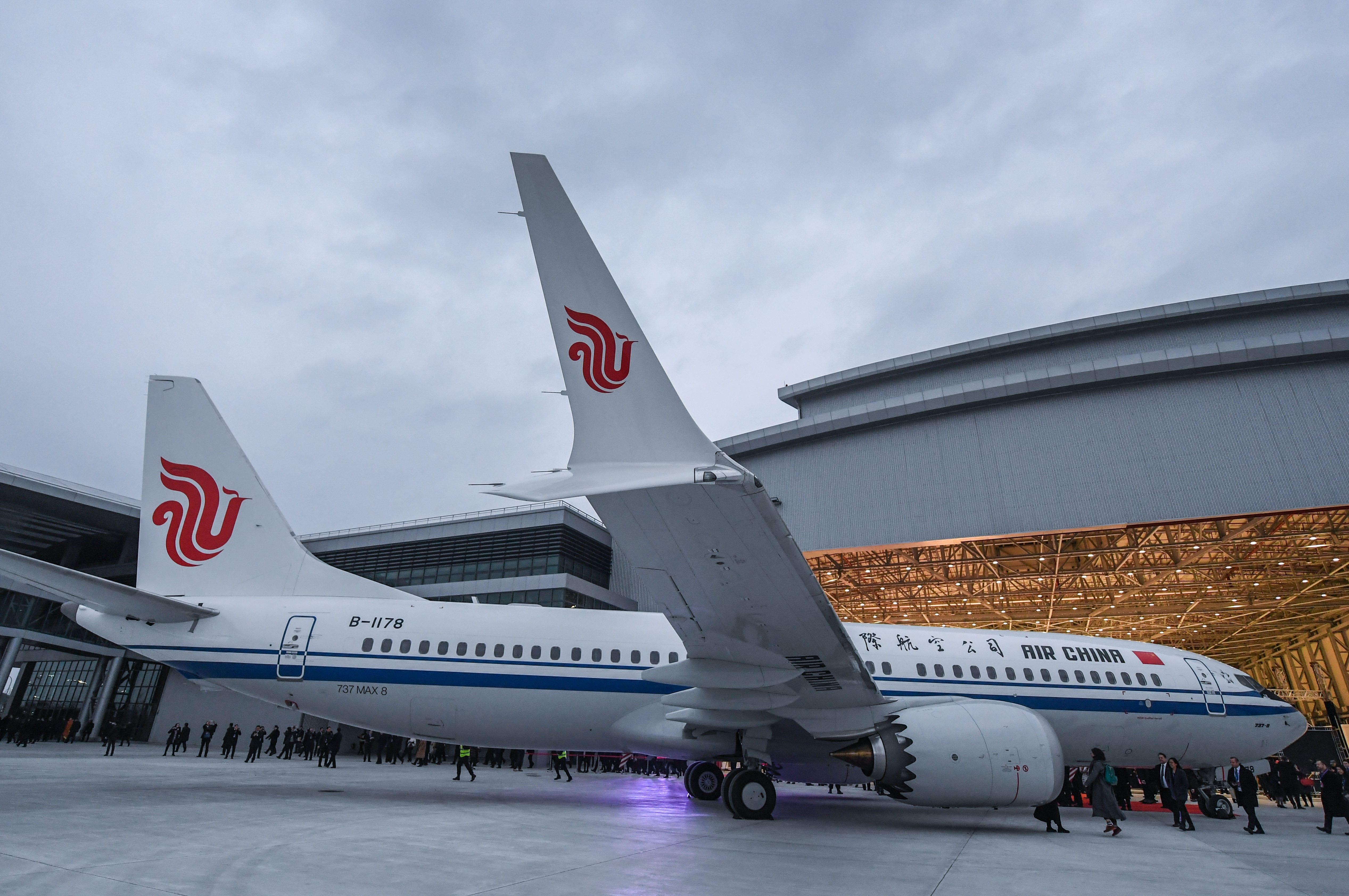 Novos Boeing 737 MAX têm winglets divididos em dois na ponta das asas e carapaça do motor com desenho que imita dentes de tubarão (Foto: Xu Yu/Xinhua)