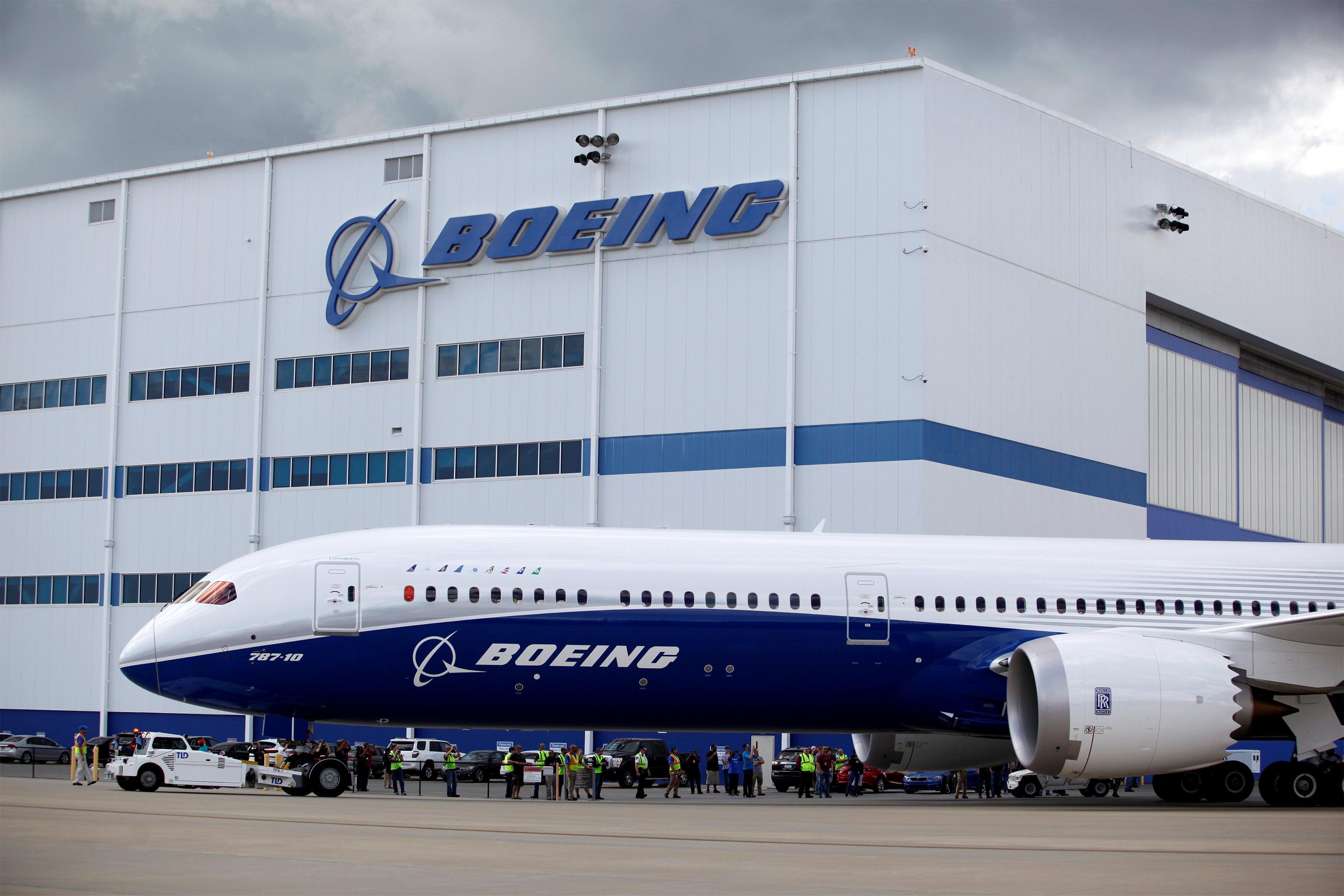 """Boeing 787 Dreamliner foi o primeiro a trazer os """"dentes de tubarão"""" na carapaça do motor (Foto: Randall Hill/Reuters)"""