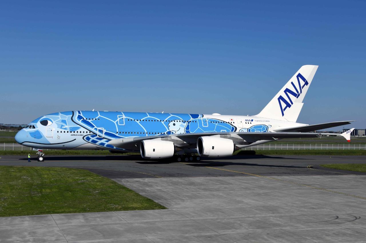 A japonesa ANA encomendou três A380 com pintura especial; o primeiro foi entregue em março (Foto: Pascal Pavani/AFP)